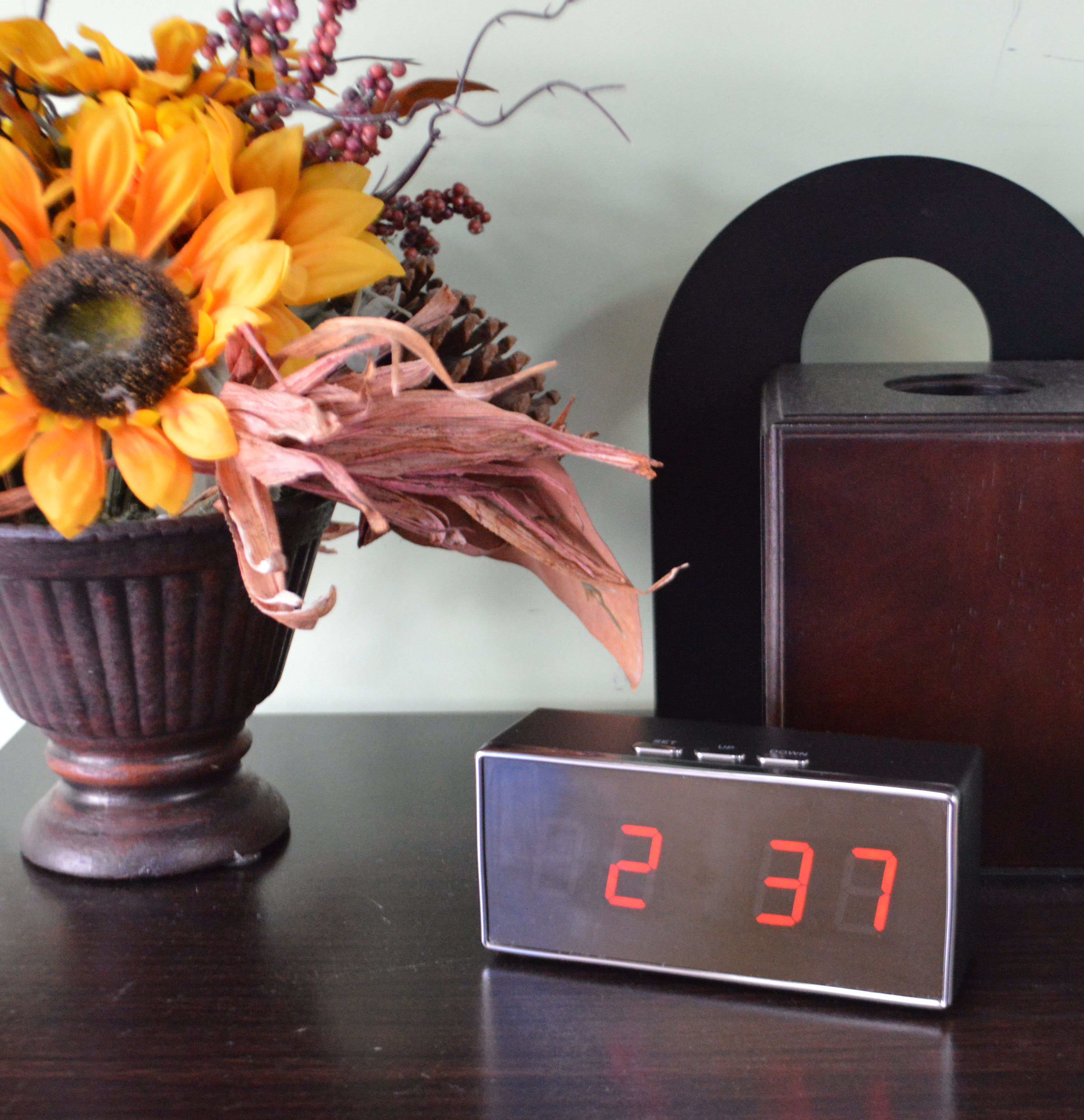 desk clock camcorder